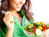 Perché mangiare insalata prima dei pasti aumenta il benessere